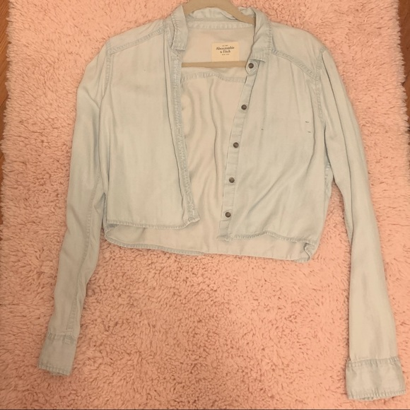 Abercrombie & Fitch Tops - A&F light wash denim cropped button up